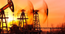 تذبذب أسعار النفط مع ارتفاع الإنتاج من الولايات المتحدة وروسيا